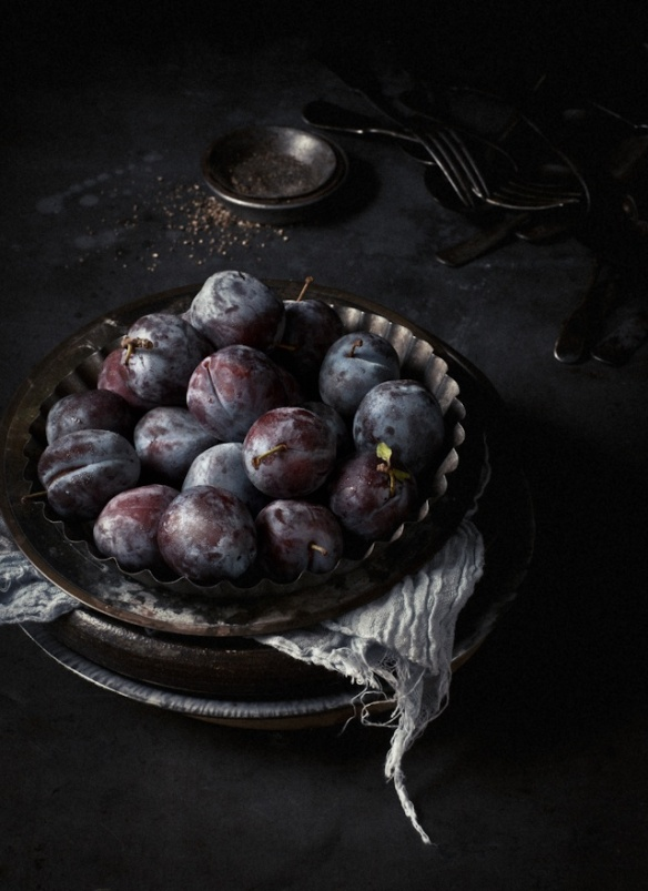 Grapes in pie dish